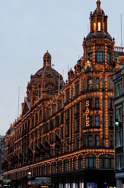 harrods, shopping places in London