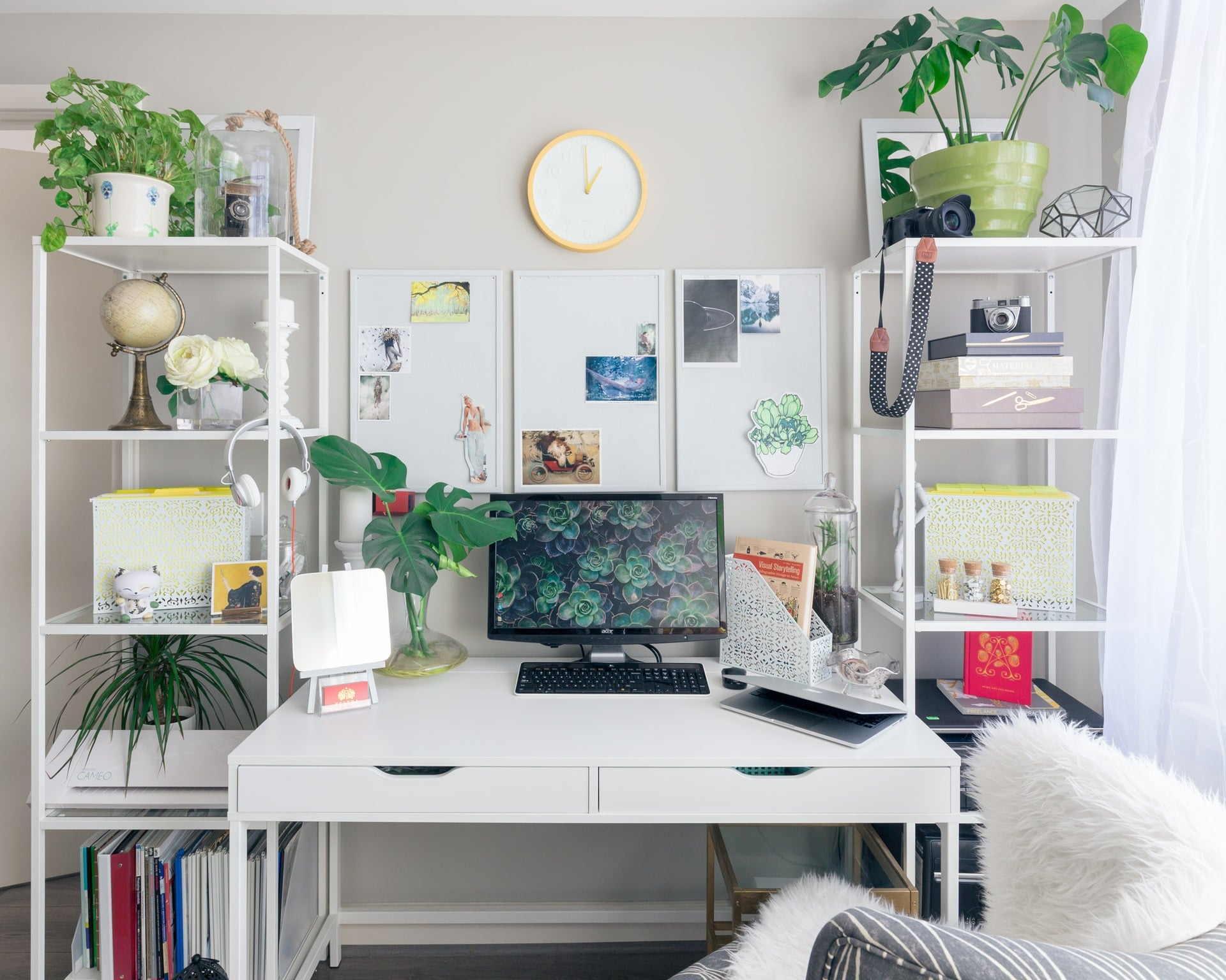 The Guide To Creating The Perfect Study Space In Your Room